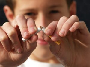 Springfield MA Dentist | Tobacco & Your Teeth: The Risks of Chewing and Smoking
